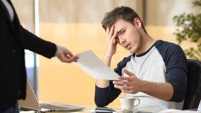 Hvordan gi advarsel til en arbeidstaker?